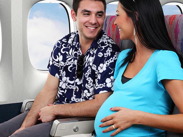 Việc di chuyển bằng máy bay đa phần là an toàn với phụ nữ mang thai khỏe mạnh
