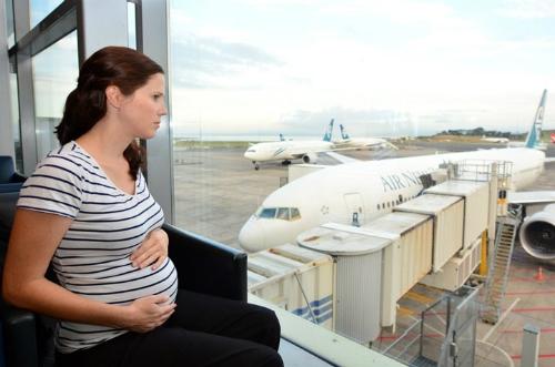Những quy định bà bầu đi máy bay cần biết để có chuyến đi an toàn