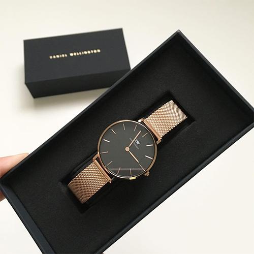 Đa số phụ nữ đều thích những chiếc đồng hồ có thiết kế đơn giản và trang nhã