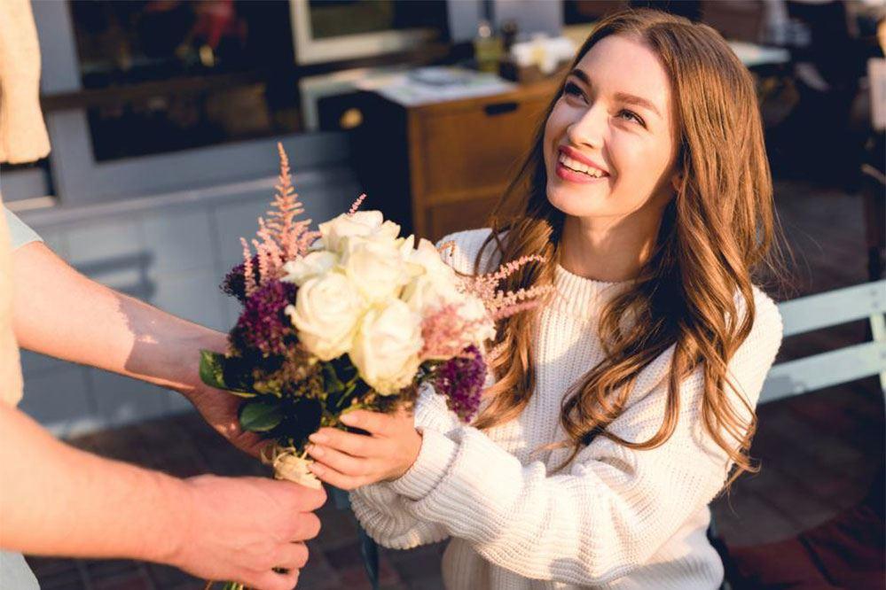 Tặng hoa mang một thông điệp lãng mạn