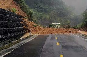 Tuyến Nha Trang – Đà Lạt bị tê liệt do sạt lở