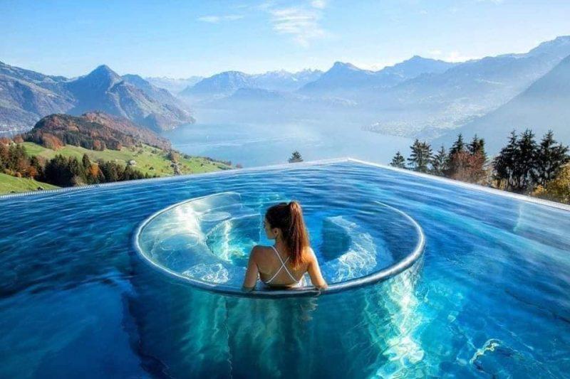 Cảm thận những giây phút cực sảng khoái tại bể bơi vô cực đẹp hút mắt