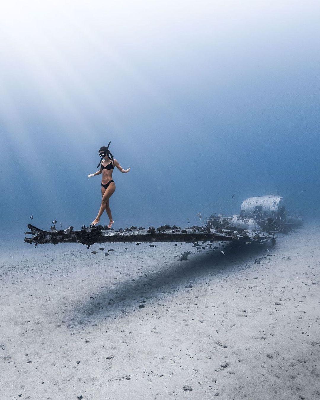 Chụp sâu trong nước yêu cầu kĩ năng cao. Hình: @gotasea