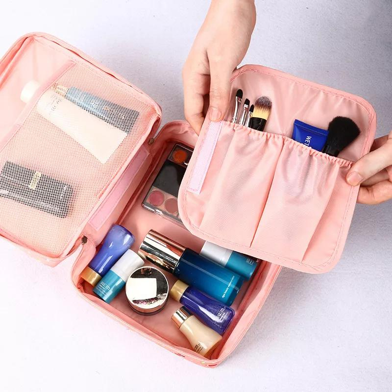 Sử dụng túi đựng mỹ phẩm chuyên dụng. Hình: Internet