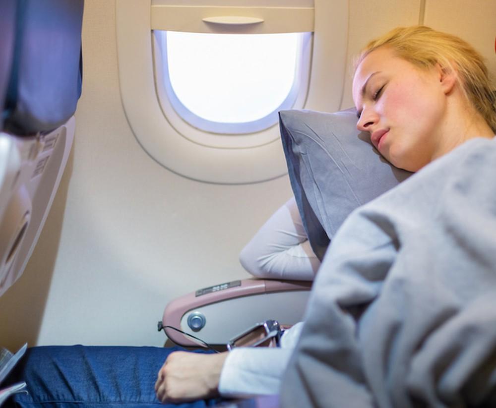 Chọn vị trí gần cửa sổ để dễ dàng dựa vai khi ngủ. Hình: Internet