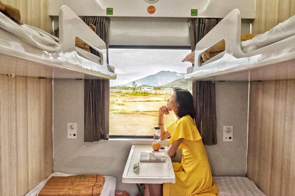 Chọn giường ở vị trí thấp hơn để hạn chế bị rung lắc. Hình: Cao Thiên Trang
