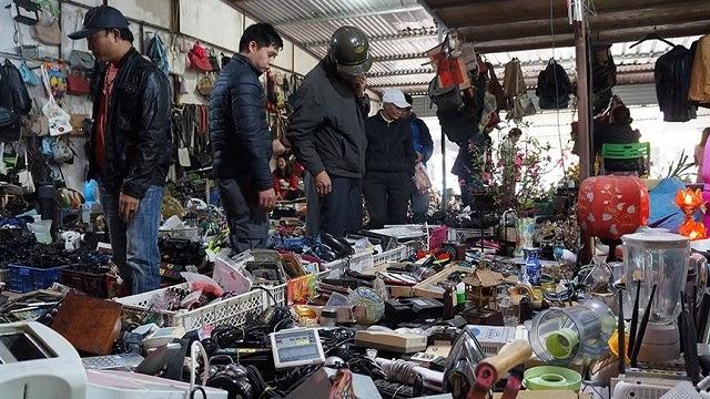 Khu chợ này còn là nơi thanh lý đồ cho hầu hết các bạn sinh viên khi chuyển chỗ trọ