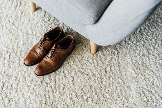 Mang theo một vài đôi giày dép để tiện thay đổi nếu đi công tác dài ngày