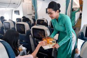 Đồ ăn trên máy bay có miễn phí không?