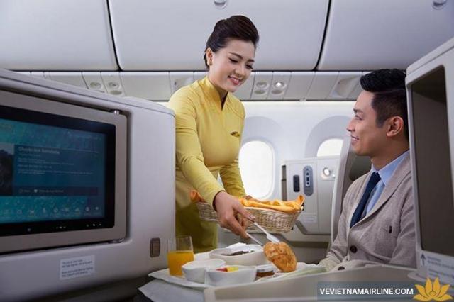 Bữa ăn ở hạng thương gia của Vietnam Airlines. Ảnh: Internet
