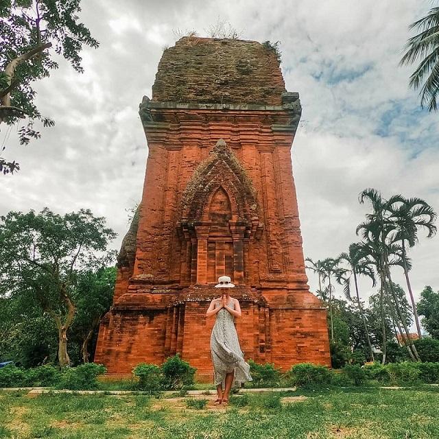 Tháp Đôi Quy Nhơn là địa điểm du lịch văn hóa nổi tiếng mà bạn không nên bỏ lỡ