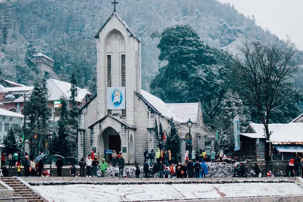 Nhà thờ Đá phủ trắng bởi tuyết. Hình: Dương Hải Ly