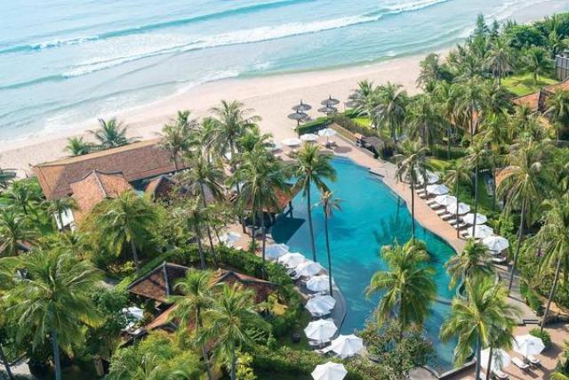 Elwood Premie Resort Phú Quốc nằm kế bên bãi biển. Ảnh: Internet