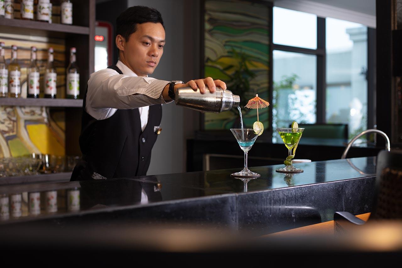 Thưởng thức những loại cocktail đặc biệt tại Fansi Bar