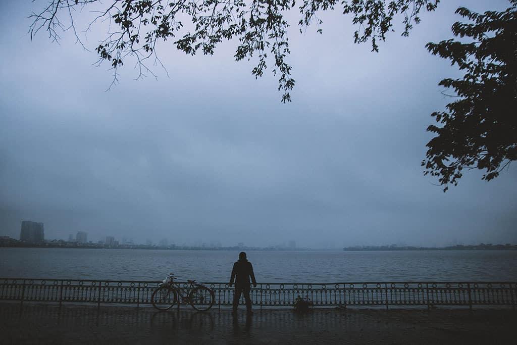 Hồ Tây trong những ngày gió mùa về. Hình: Dương Hải Ly