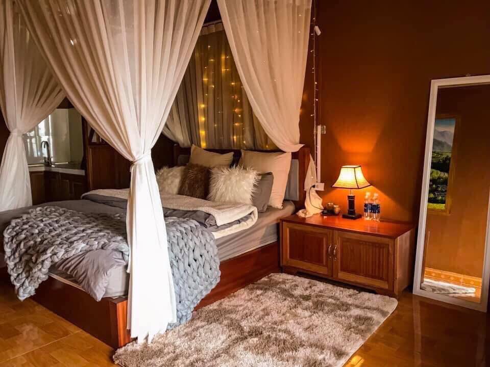 Phòng tại Love House Homestay sử dụng gam màu cam ấm cúng. Hình: Sưu tầm