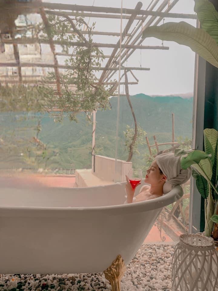 Bồn tắm hòa quyện thiên nhiên. Hình: Sưu tầm