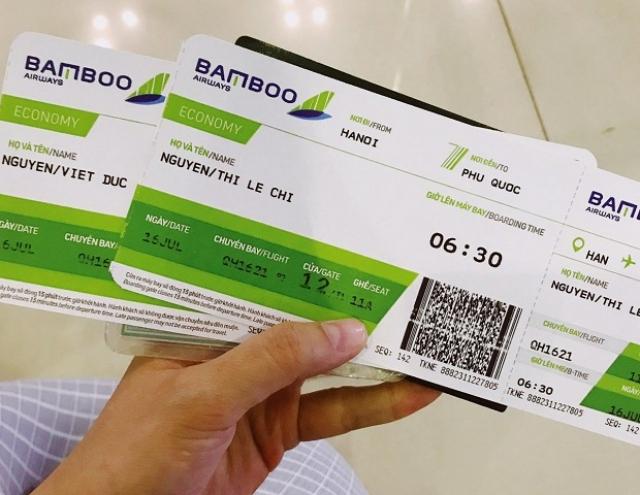 Hành khách có thể đổi vé máy bay Bamboo Airways qua tổng đài hoặc trực tiếp đến đại lý, văn phòng. Ảnh: Internet