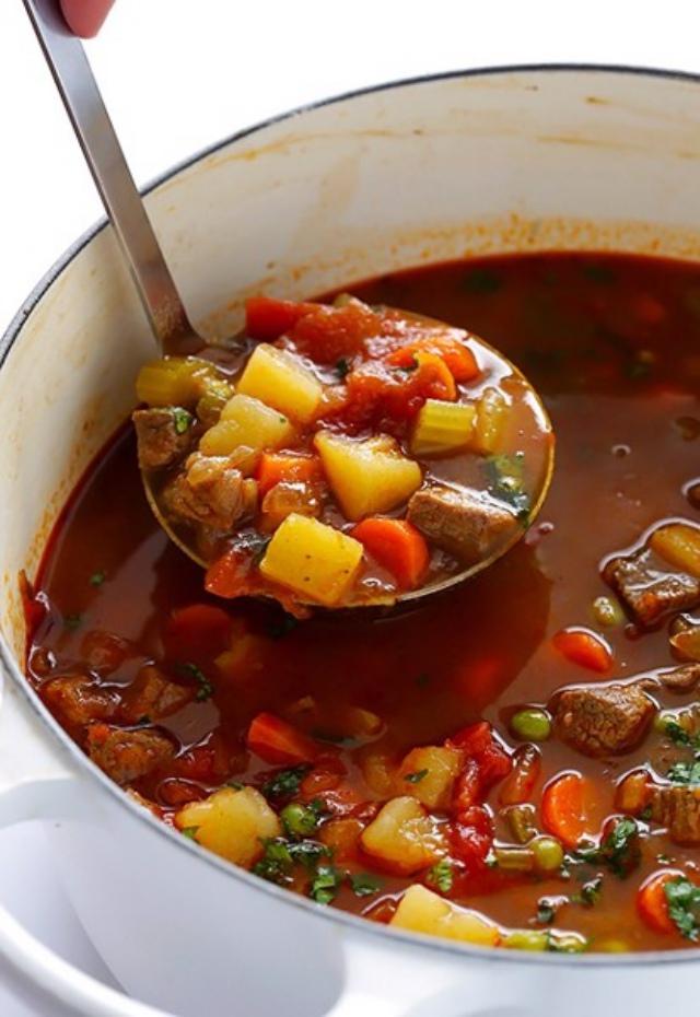 Mùa đông không thể thiếu bát súp bò hầm khoai tây. Ảnh: Internet