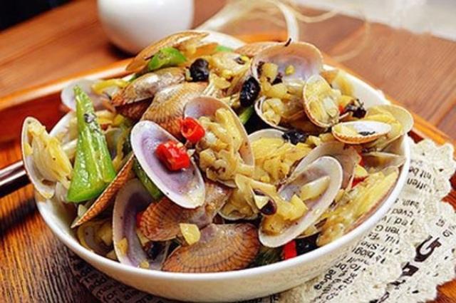 Ngao nấu cay vừa thỏa cơn thèm hải sản vừa không lạnh bụng trong mùa đông. Ảnh: Internet