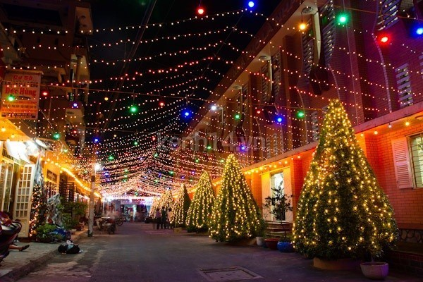 Mùa đông Sài Gòn lại càng lung linh hơn vào mỗi dịp giáng sinh - Nguồn ảnh: Internet