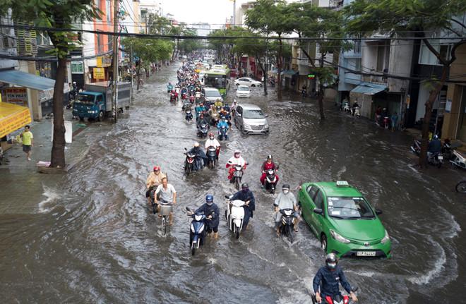 Hình ảnh mưa lớn ở Sài Gòn không ít người đã từng trải qua - Nguồn ảnh: Internet