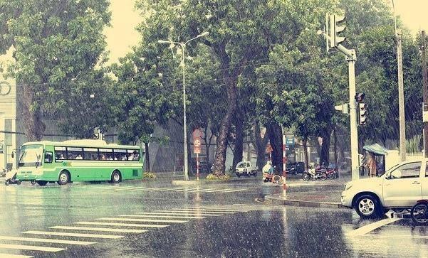 Sài Gòn bước vào mùa những cơn mưa nặng hạt - Nguồn ảnh: Internet