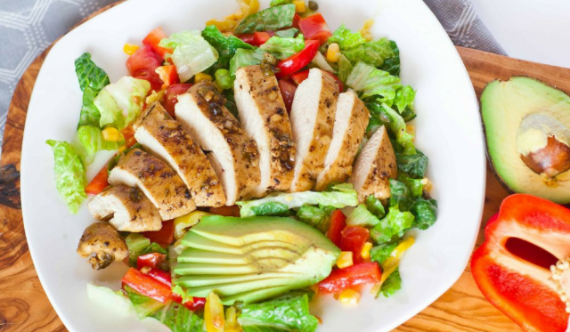 Nên ăn gì và kiêng gì trước khi đi máy bay?