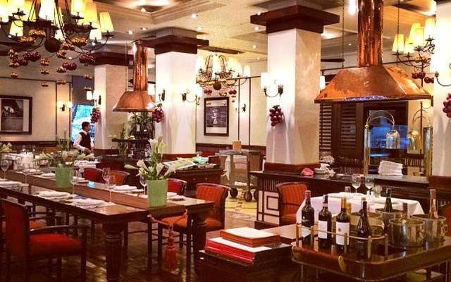 Khu ẩm thực với nhiều nhà hàng nổi tiếng
