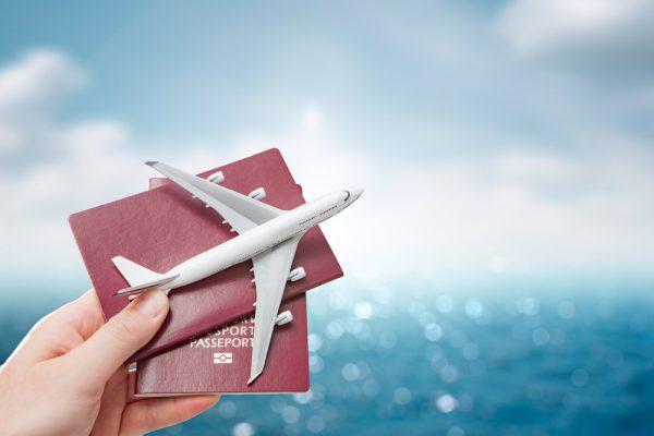 Cân nhắc về việc mua vé máy bay khứ hồi trong một lần săn vé - Nguồn ảnh: Internet