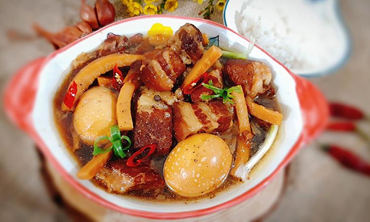 Thịt kho trứng, cùi dừa: Món hao cơm ngày đông