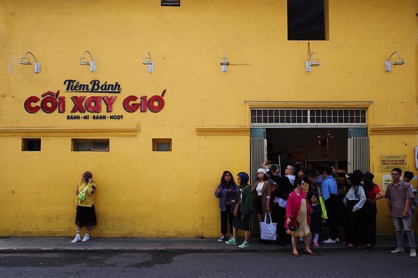 Dòng chữ 'tiệm bánh cối xay gió' ở bức tường vàng Đà Lạt chính thức bị xoá sổ!
