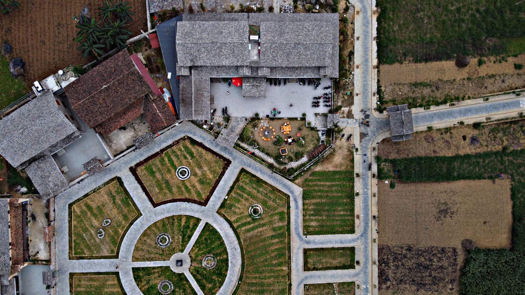 Toàn cảnh Meo Vac Clay House nhìn từ trên cao