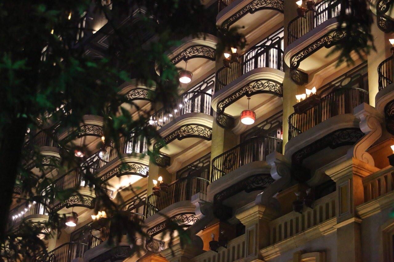 Hotel De La Coupole Spa về đêm