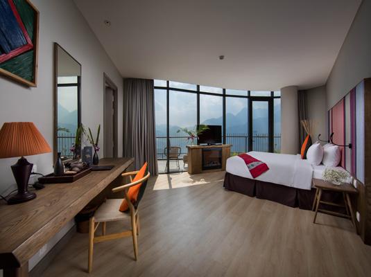 Phòng nghỉ rộng rãi và thoáng sáng với tầm nhìn đẹp chính là điểm nổi bật của khách sạn