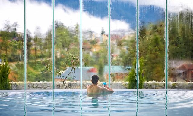 Hồ bơi chill hết nấc tại Silk Path Grand Resort & Spa