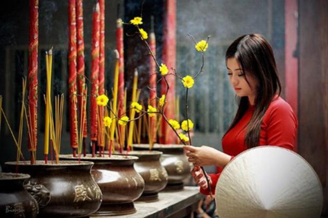 Đi Lễ chùa trong 3 ngày Tết. Ảnh: Internet