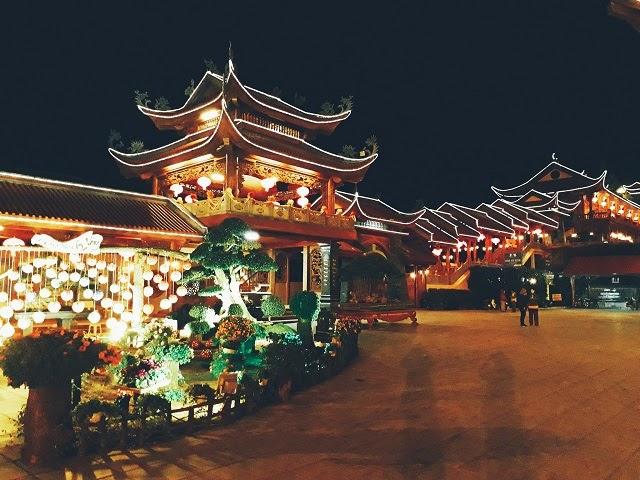 Vẻ đẹp chùa Ba Vàng lúc về đêm