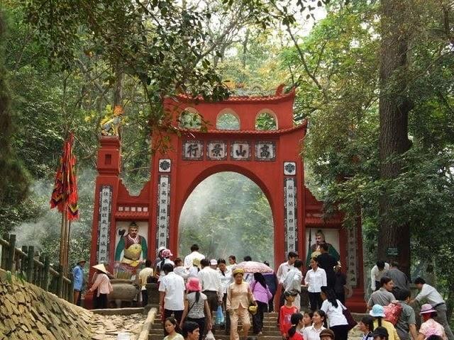 Lễ hội đền Hùng diễn ra vào ngày mùng 10/3 hàng năm
