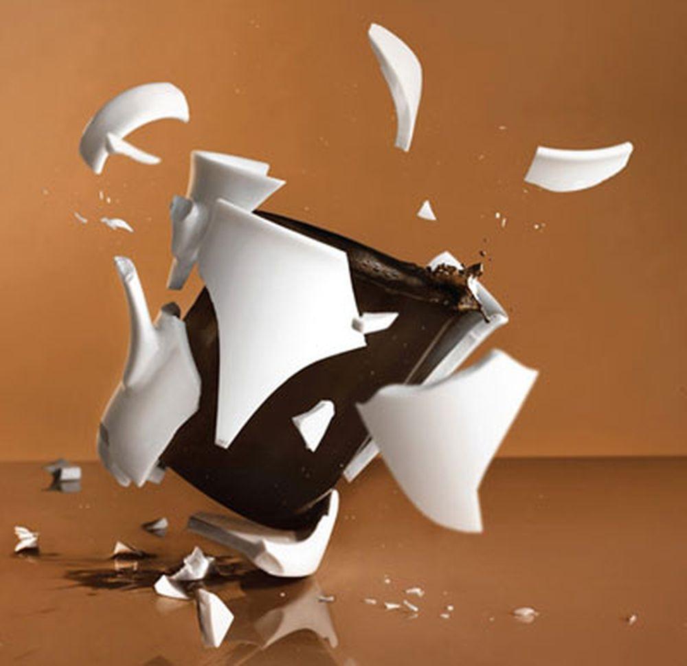 Việc làm đổ vỡ những đồ vật trong nhà dịp tết Dương lịch có thể là điềm báo của sự chia ly, đau khổ trong năm mới