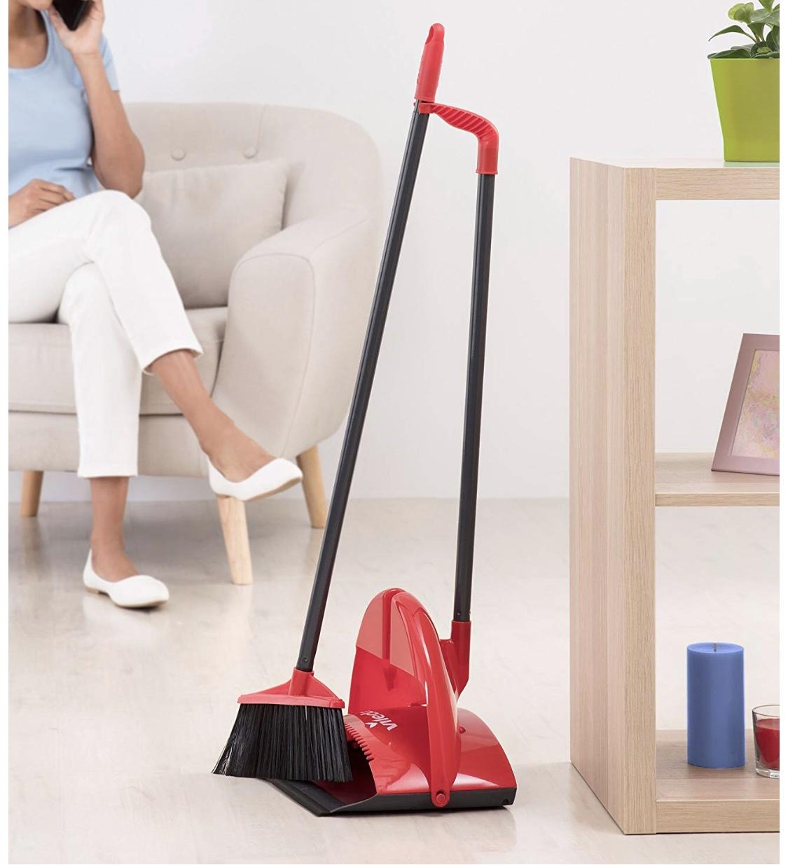 Việc quét nhà cửa đầu năm được xem như quét tài lộc ra khỏi nhà