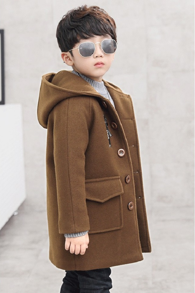 Một chiếc áo đơn giản, nhẹ nhàng sẽ phù hợp với bé hơn trong không khí Noel