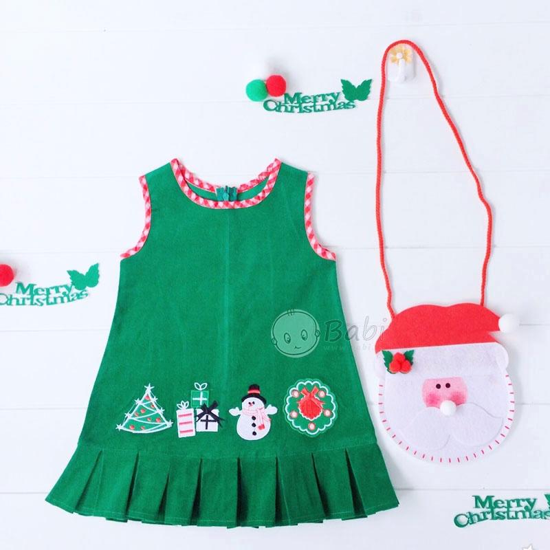 Màu xanh lá đem lại không khí đậm chất Giáng sinh cho bé