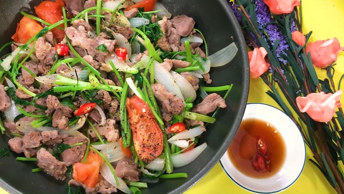 Thịt xào rau củ vừa có vị béo ngọt của thịt, vị thanh bùi của rau tạo nên hương vị hài hòa