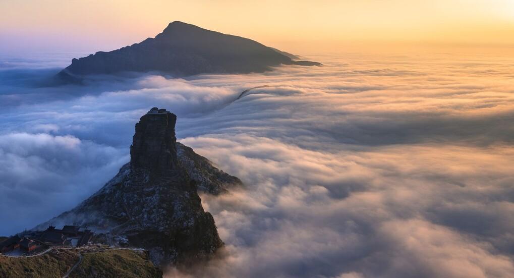 Bí ẩn về đền đôi tọa trên đỉnh núi dựng đứng