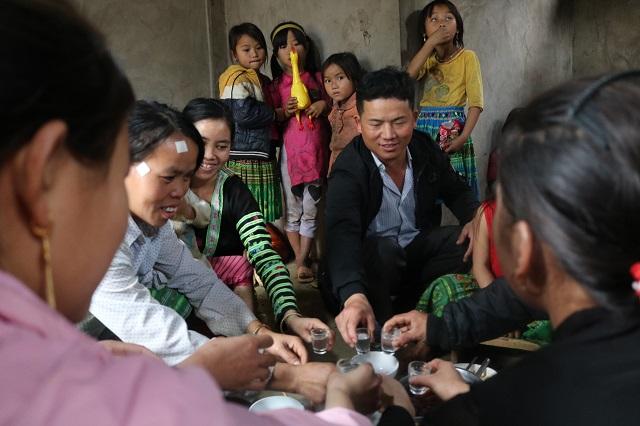 Người H'Mông cũng quây quần đón Tết bên gia đình