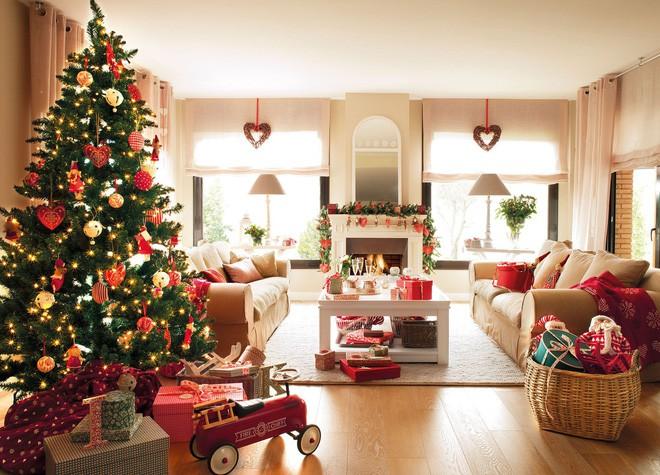 Việc trang trí phòng khách trong ngày lễ Noel sẽ là một điều rất tuyệt vời để mang đến không khí Giáng sinh ấm áp cho gia đình của bạn