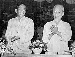 Chủ tịch Hồ Chí Minh và đồng chí Lê Duẩn tại lễ kỷ niệm lần thứ 22 ngày thành lập nước Việt Nam Dân Chủ Cộng Hòa