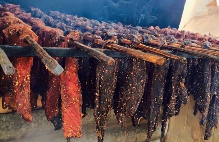 Các món ăn đặc sản ở Sapa có thể mua về làm quà như thịt trâu, bò gác bếp