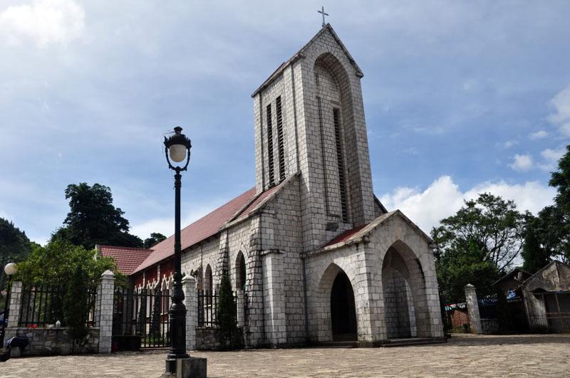 Nhà thờ đá là điểm du lịch được yêu thích ở Sapa